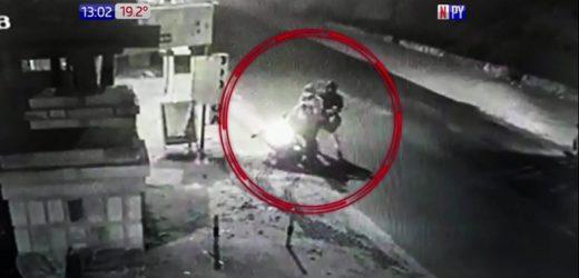 Asaltan a dos mujeres, le roban dinero y la moto en la que iban
