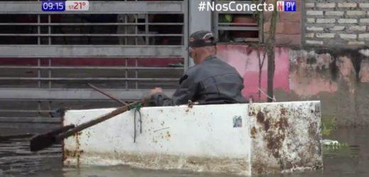 Resisten con heladeras hechas canoas