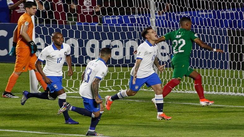 Brasil derrota a una débil Bolivia en su estreno