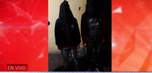 Caen jóvenes por atropellar barrera policial
