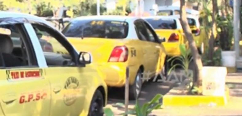Taxistas critican a MUV y Uber, pero ¿en casa cómo andamos?
