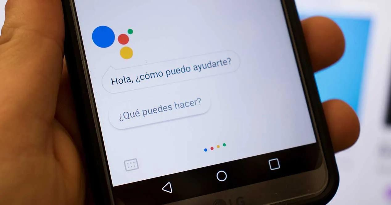 Google admite que graba tus conversaciones y las escucha