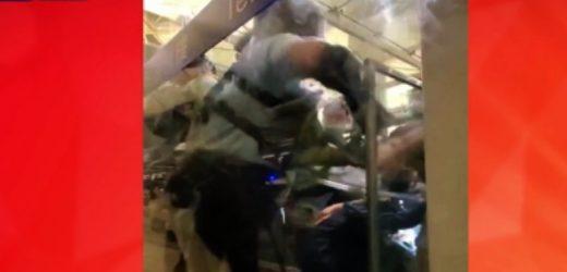 Represión en toma de aeropuerto de Hong Kong