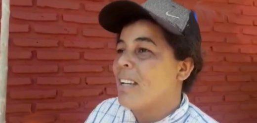 ¡Kuña mbarete! Trabaja de albañil, plomera y electricista para mantener a su hija