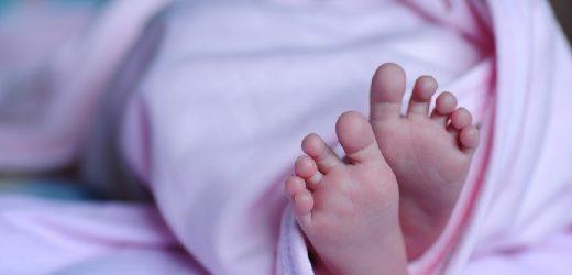 Dejó a su bebé recién nacida tirada en el suelo de un inquilinato