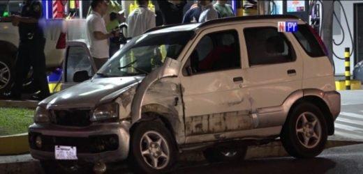 Imprudencia al volante ocasiona aparatoso accidente