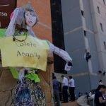 Queman muñeca de diputada Celeste Amarilla