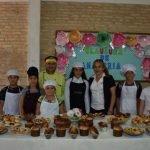Instructor enseña a pequeños de manera gratuita confitería y panadería