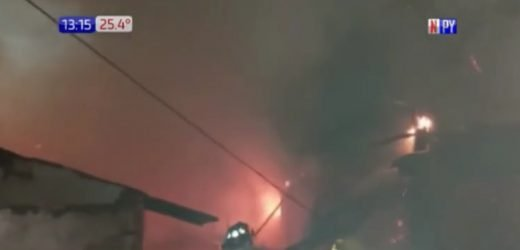 Carpintería arde en llamas sobre avenida España