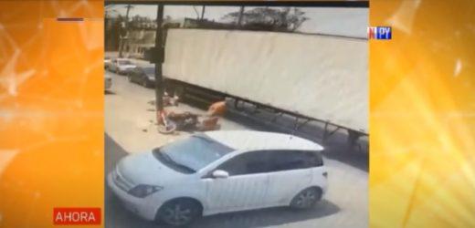 Mujer sufre graves heridas al ser atropellada por una moto