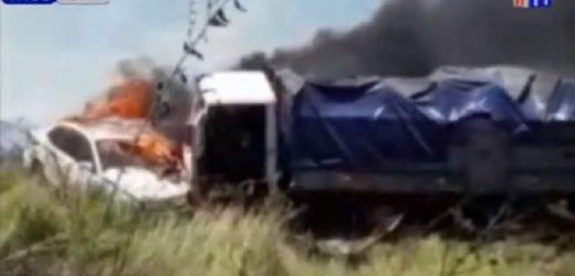 Grababa una quema de pastizales y chocó: 5 vehículos involucrados