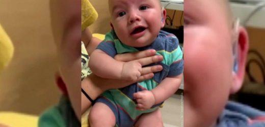 Bebé escucha por primera vez a sus padres y esta fue su emotiva reacción
