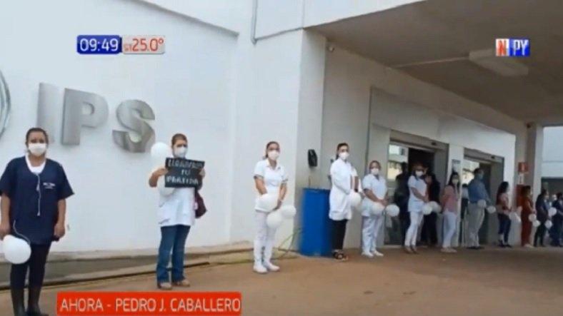 Emotivo: Despiden a doctor en Pedro Juan Caballero