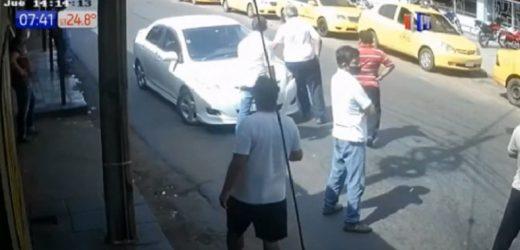 Conductores de plataformas se enfrenta a taxistas