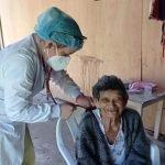 Continúa la vacunación de adultos mayores