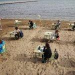 ¡Genialidad! Un Colegio español dicta clases en la playa