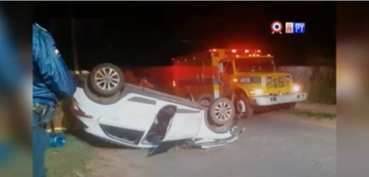 Camioneta que trasladaba un enfermo terminó volcando