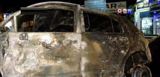 Conductor muere incinerado tras volcar su automóvil